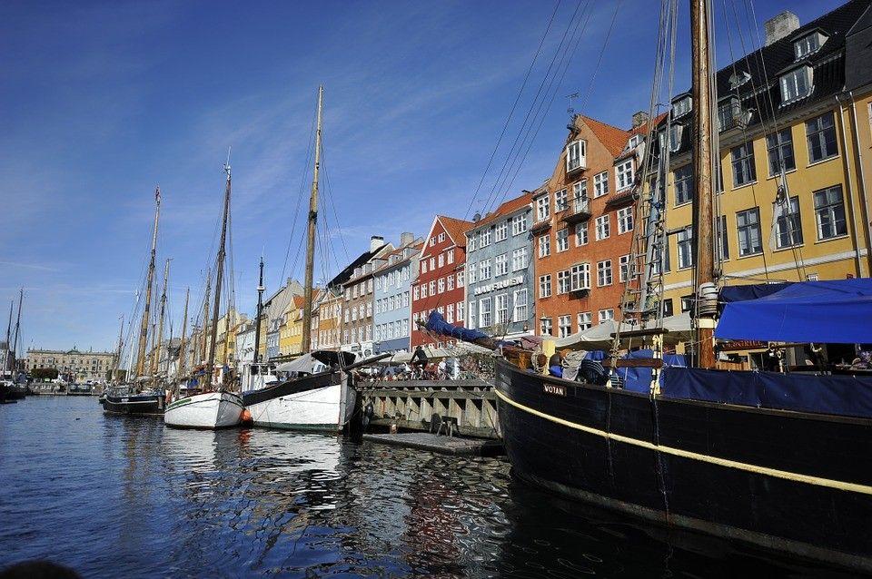 Vue sur les canaux et les voiliers de Copenhague, l'une des villes les plus romantiques d'Europe