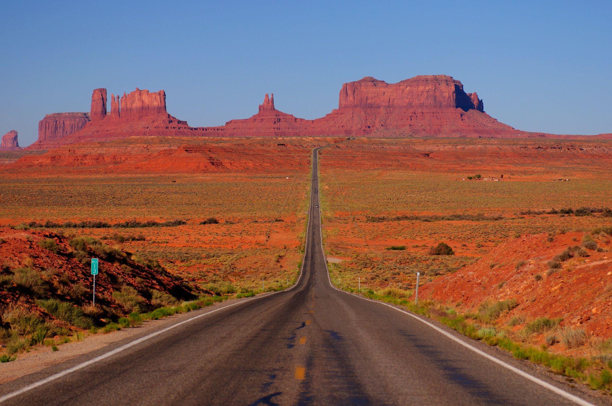 monument-valley-road-top8-parc-nationaux-etats-unis