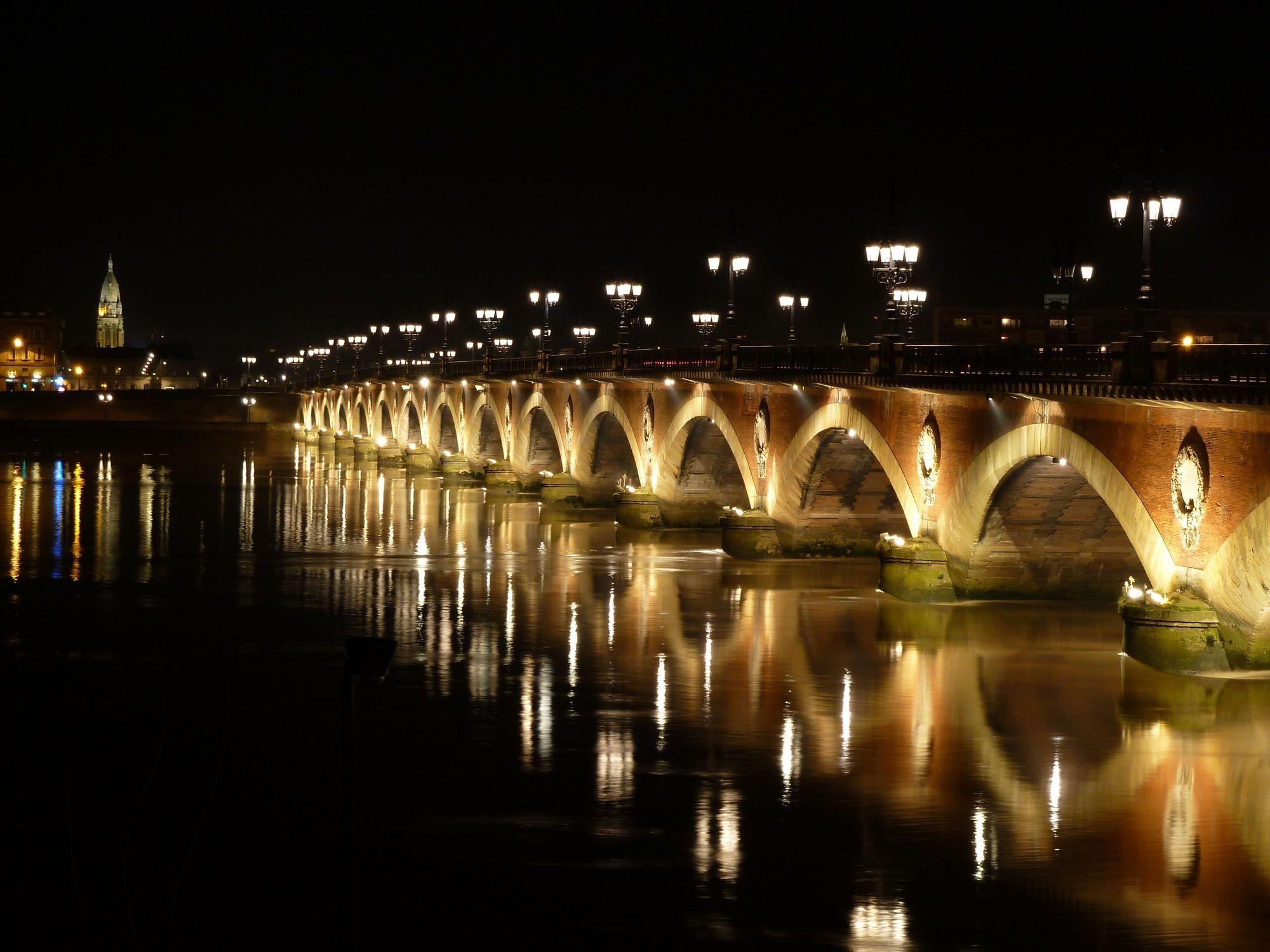 pont_de_pierre_de_nuit__15-choses-bordeaux-echange-maison