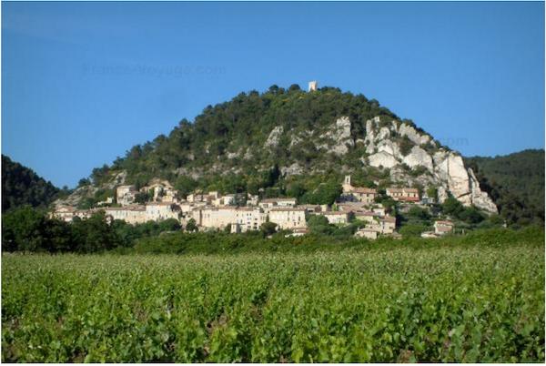 Seguret-partir-vacances-Vaucluse-Provence