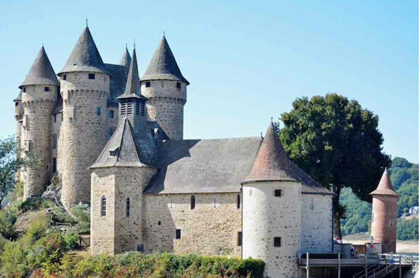 Auvergne-chateau-Val
