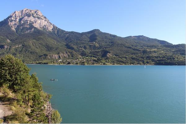 montagne-hautes-alpes-lac-plantes