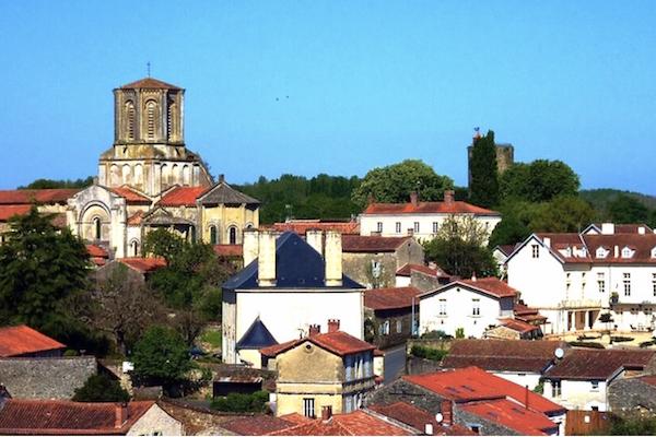 Vouvant-village-france