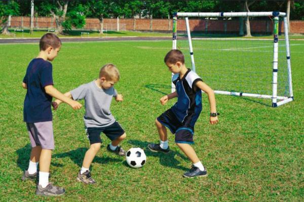 foot-enfants-jeux-echange-de-maison