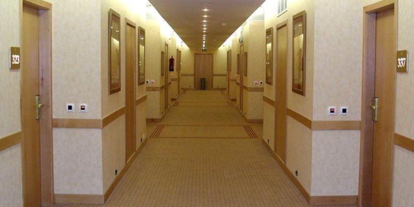 échange-de-maison-couloir-hôtel