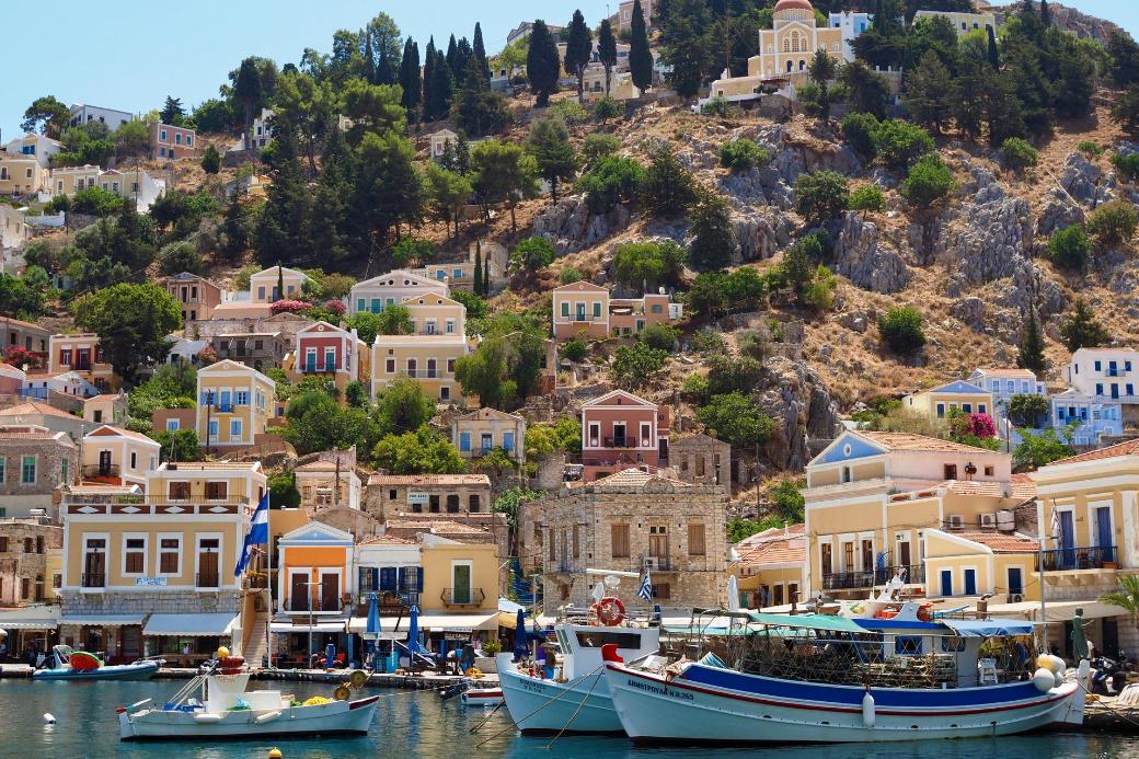 grèce-symi-bateaux-maisons-été indien-vacances-echange de maison