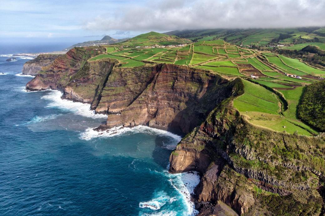 les azores-portugual-falaise-vacances-été indien-echange de maison