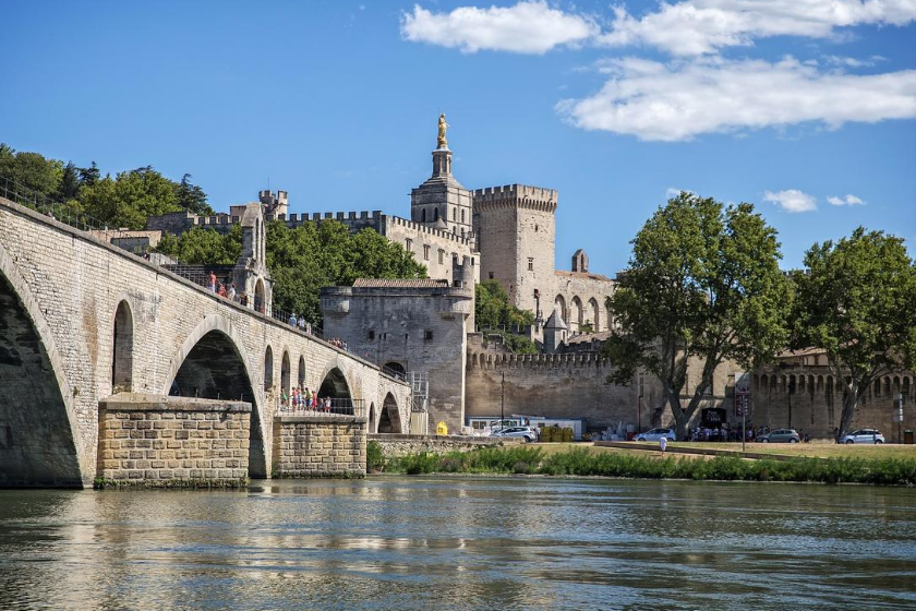 Avignon-ville-française-decouvrir