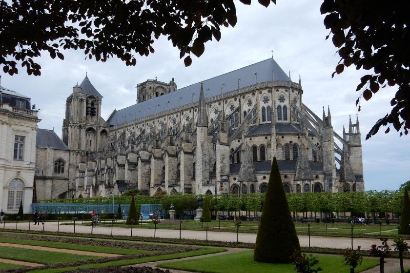 Bourges-ville-française-decouvrir
