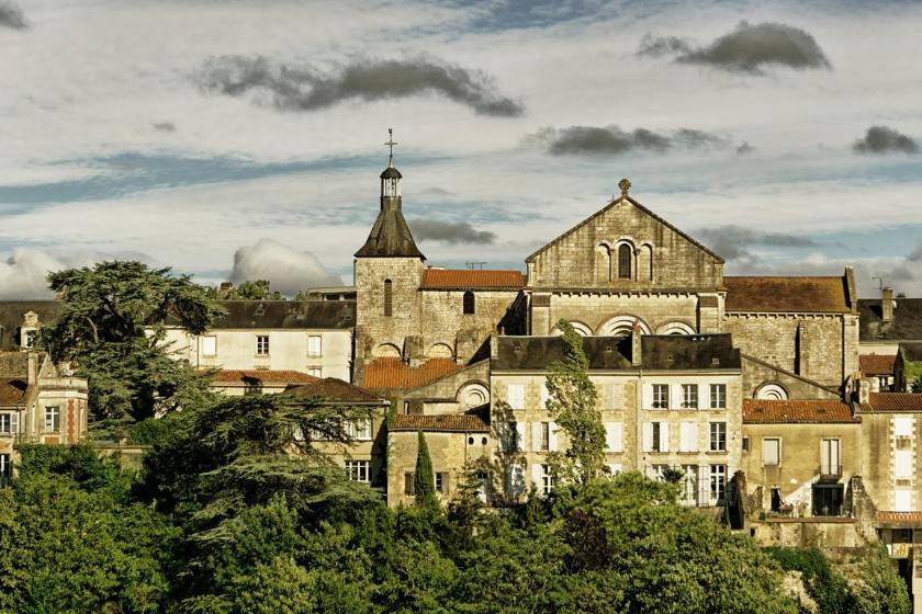 Poitiers-ville-française-decouvrir