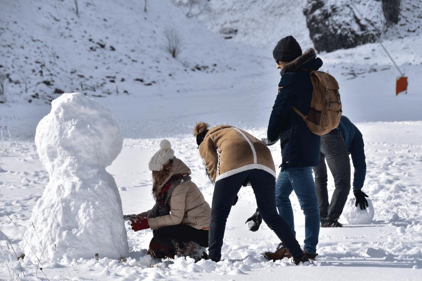 Bonhomme-de-neige-hiver-famille-vacances-concours