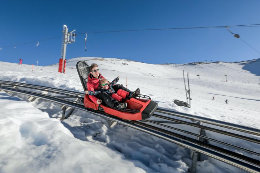 Luge-sur-rail-montagne-neige