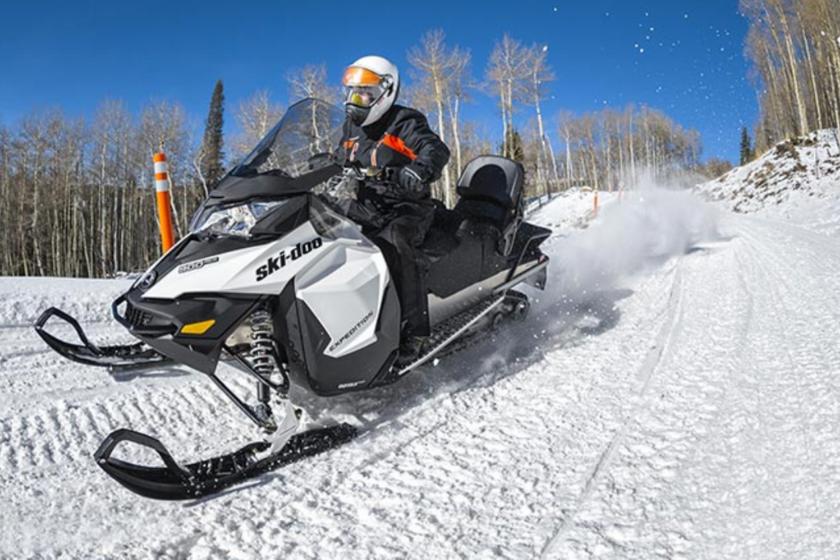 Motoneige-sensations-neige-montagne