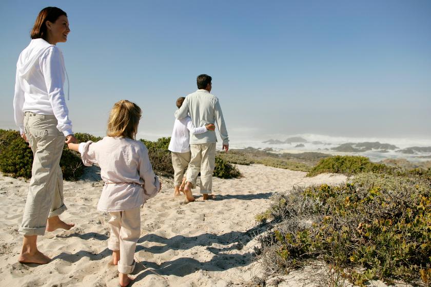 Vacances-Pâques-Famille-se-ressourcer-balade-plage
