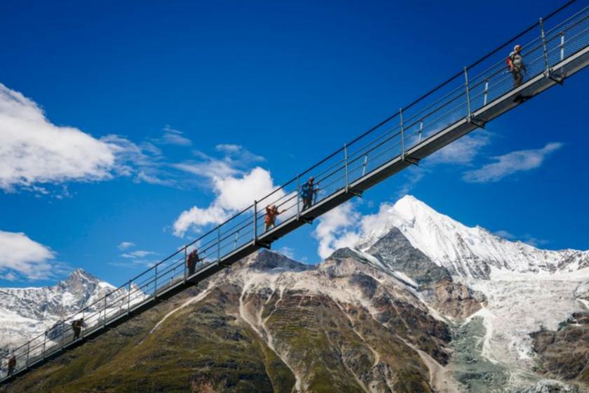 Pont-suspendu-suisse-valais-vacances-activité-originale